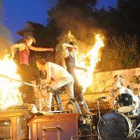 Na Rock for People se bude hrát MacBeth, zaparkuje zde divadelní maringotka a zahřmí i industriální show