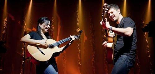 Fenomenální mexická kytarová dvojice Rodrigo y Gabriela vystoupí v dubnu v Praze a Ostravě